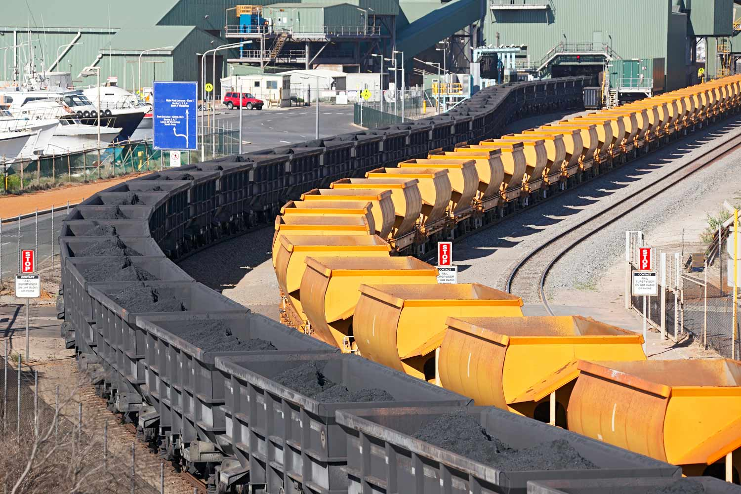 iron-ore-train-cars-port